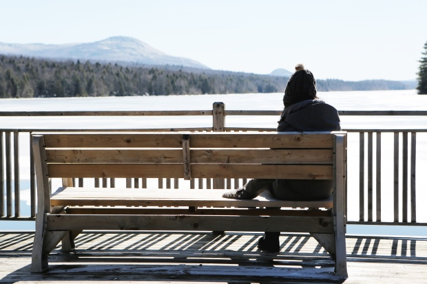 2016-03-life-of-pix-free-stock-woman-bench-lake-leeroy